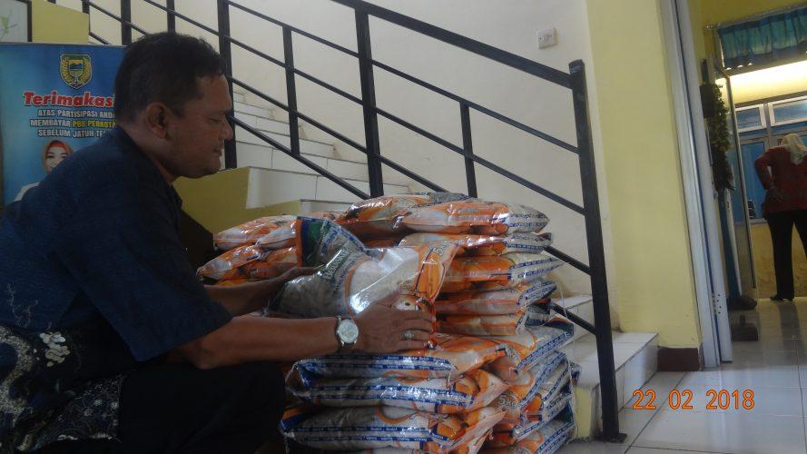 Pembagian BPNT kel Kuncen Tahap Pertama  Tahun 2018 Lancar